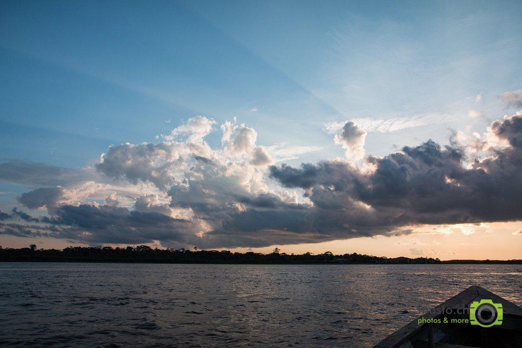 Sunrays over Río Ucayali